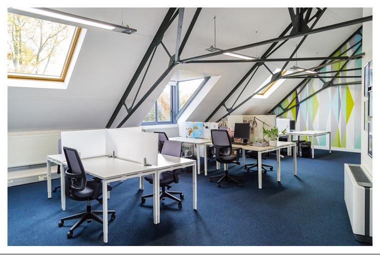 Bureaux en coworking, étage du booster dans le centre d'affaires Stop&Work