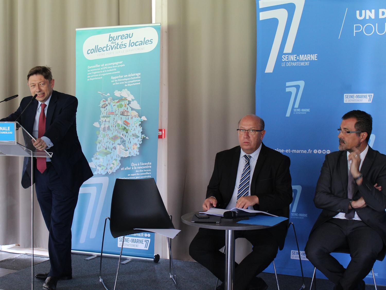 Réunion départementale au Pays de Fontainebleau, échange questions réponses entre Maires et le Président du Conseil Départementale. Ici Jean-Louis Thièriot.
