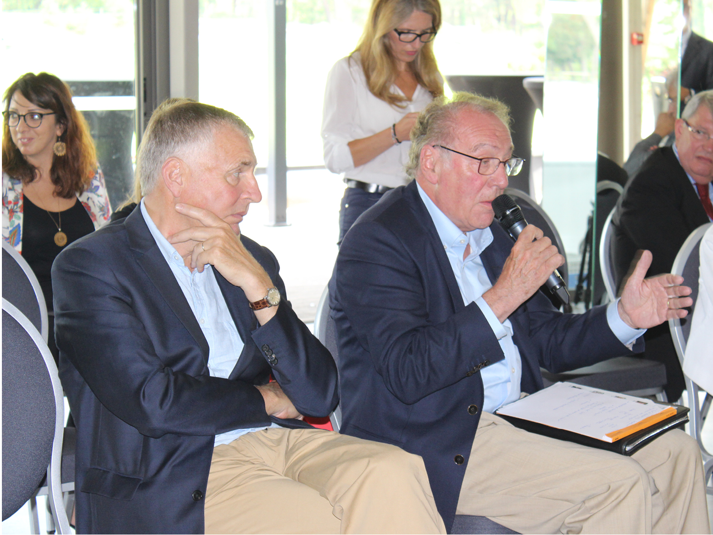 Réunion départementale au Pays de Fontainebleau, échange questions réponses entre Maires et le Président du Conseil Départementale. Ici Jean-Pierre Joubert, Maire de Bourron-Marlotte