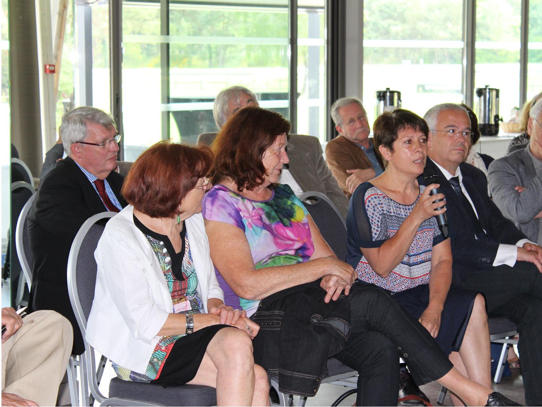 Réunion départementale au Pays de Fontainebleau, échange questions réponses entre Maires et le Président du Conseil Départementale. Ici Catherine Triolet, Maire de Recloses