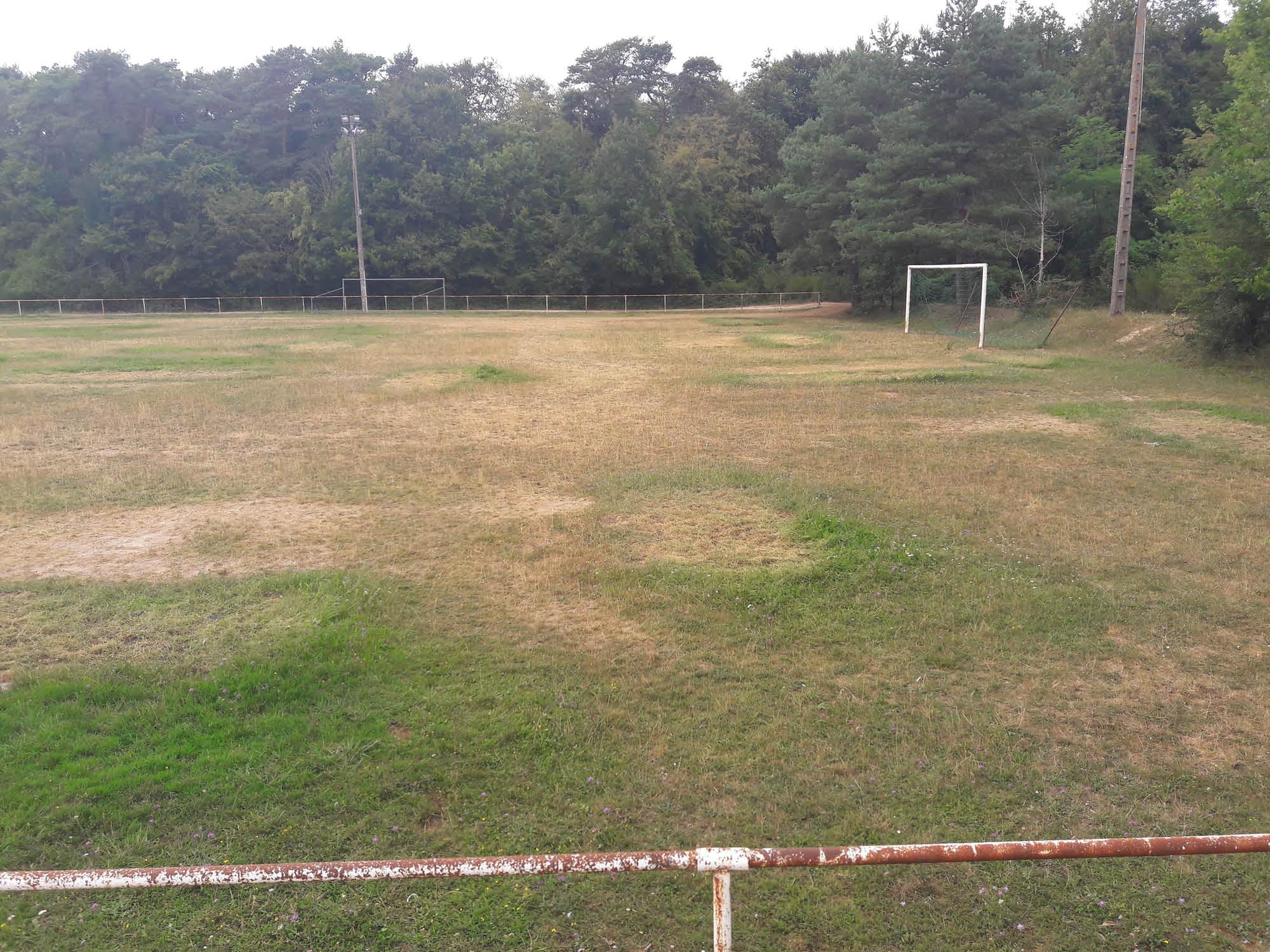 terrain de football à Achères la forêt